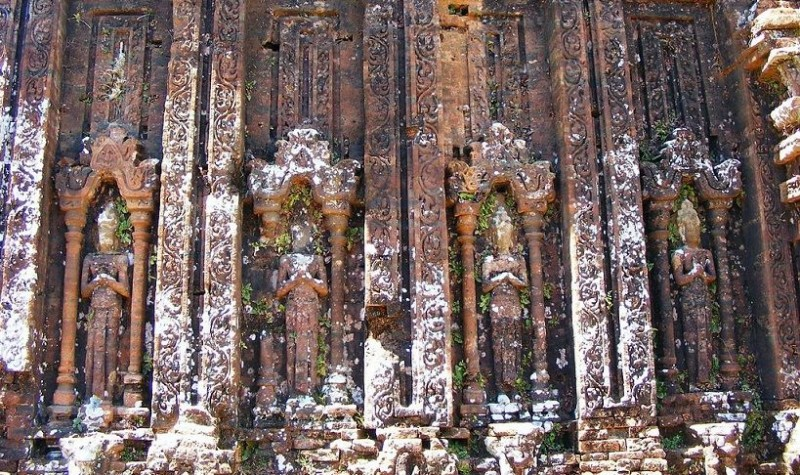 The temples at Mỹ Sơn are made of a reddish brick. Decorative carvings have been cut directly into the bricks.