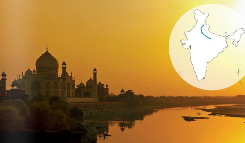 Yamuna meanders through Agra, passing many Mughal sites including the Taj Mahal.