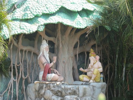 Modern depiction of Vyasa narrating the Mahabharata to Ganesha
