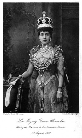 Queen Alexandra wearing the Koh-i-Noor in her coronation crown